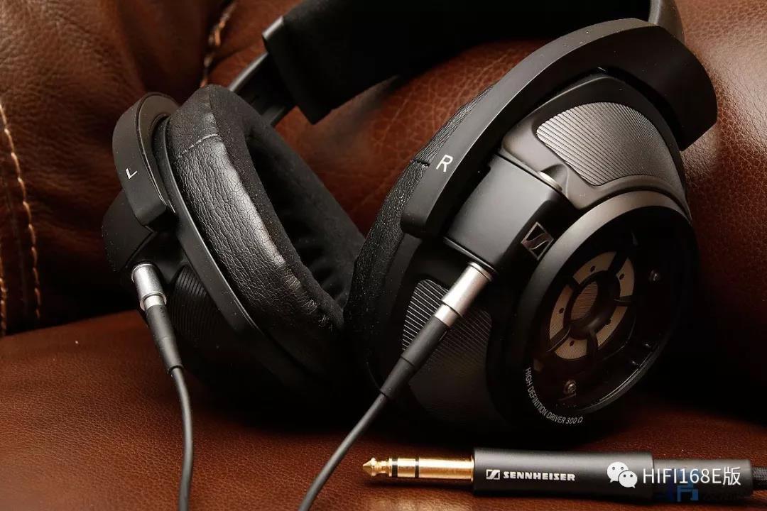 另外两条分别是一条4.4平衡耳机线和卡侬头平衡耳机线.